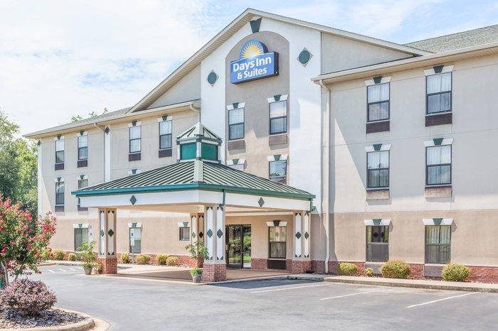 Days Inn & Suites Featured Image