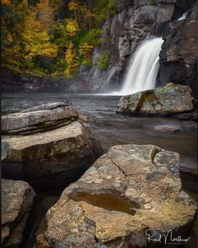 This weather has us so excited for fall! We love this photo of Linville Falls by @reid.northrup. if you want to see Linville Falls with the leaves changing, sign up for one of our Fall Color Tours on the Ridgeline trolley. Tickets and more info can be fou