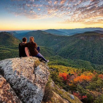 This photo by @jeffreylukesutton is one of our new favorites of the gorge. It is in a contest to be on the cover of Blue Ridge Outdoors Magazine. If you have time this weekend go to https://photo.blueridgeoutdoors.com/cover-photo/42/ to vote! #BurkeOut #l