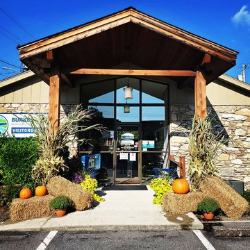 Morganton is now all decorated for fall! We love this time of year in Burke County! Hope you come see us at the visitors center to best plan your adventure here in #naturesplayground.   #Burkeout  #fall #fallfoliage #bestimeoftheyear  #pumkins #falldecor